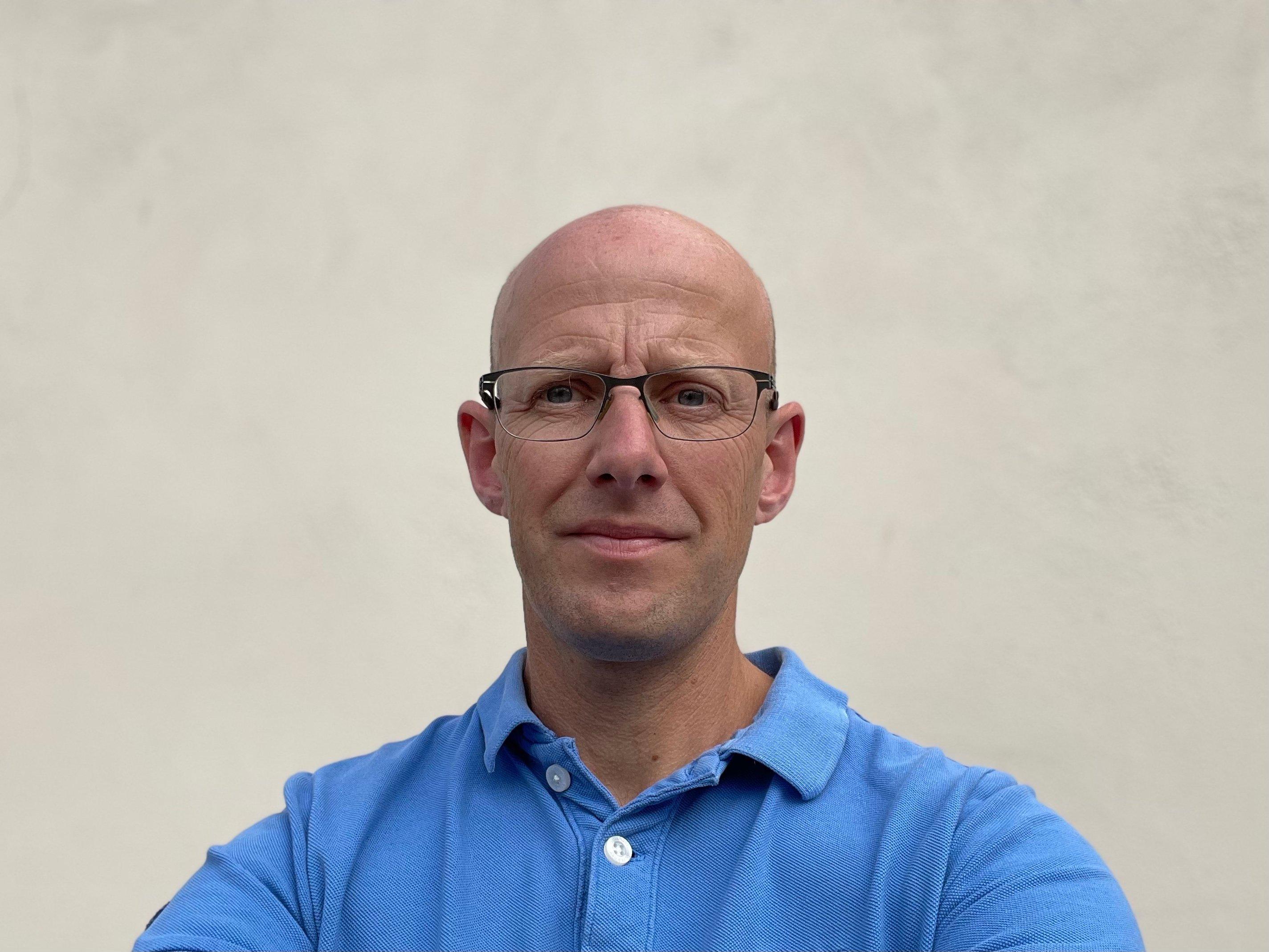 Geoff Davies headshot med